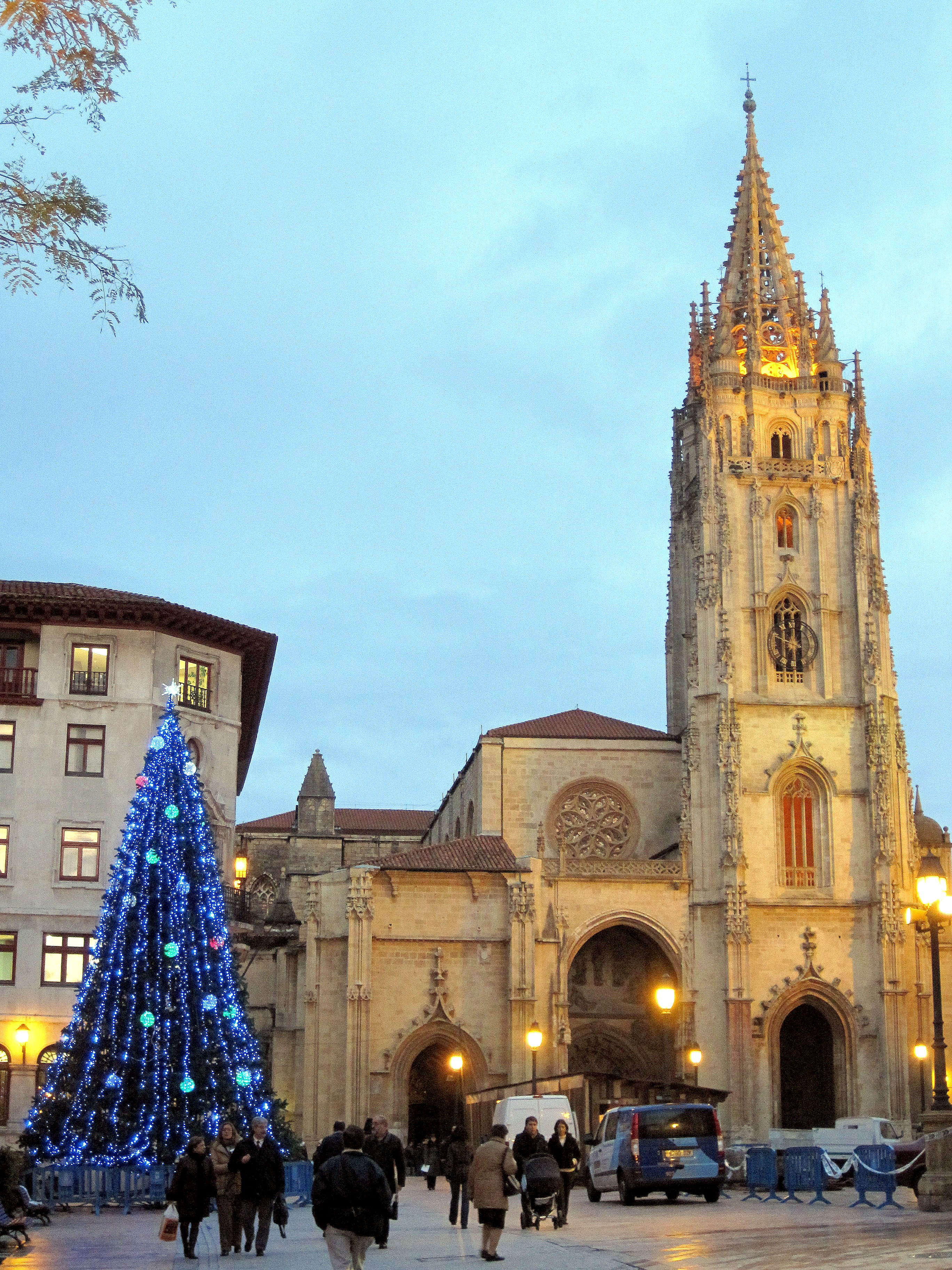 Warm and Bright : Navidad in Oviedo, Spain | A Beautiful ...